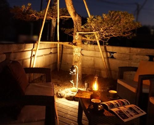 ガーデンライト特集:バックナンバー・「灯りのある庭......ガーデンライトの基礎知識」 ・「魅力的なナイトガーデンをデザインする」 ・「ガーデンライトDIYで『ヨルニワ』をはじめる」